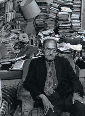 Gastón Baquero en su casa de Antonio Acuña, en Madrid.